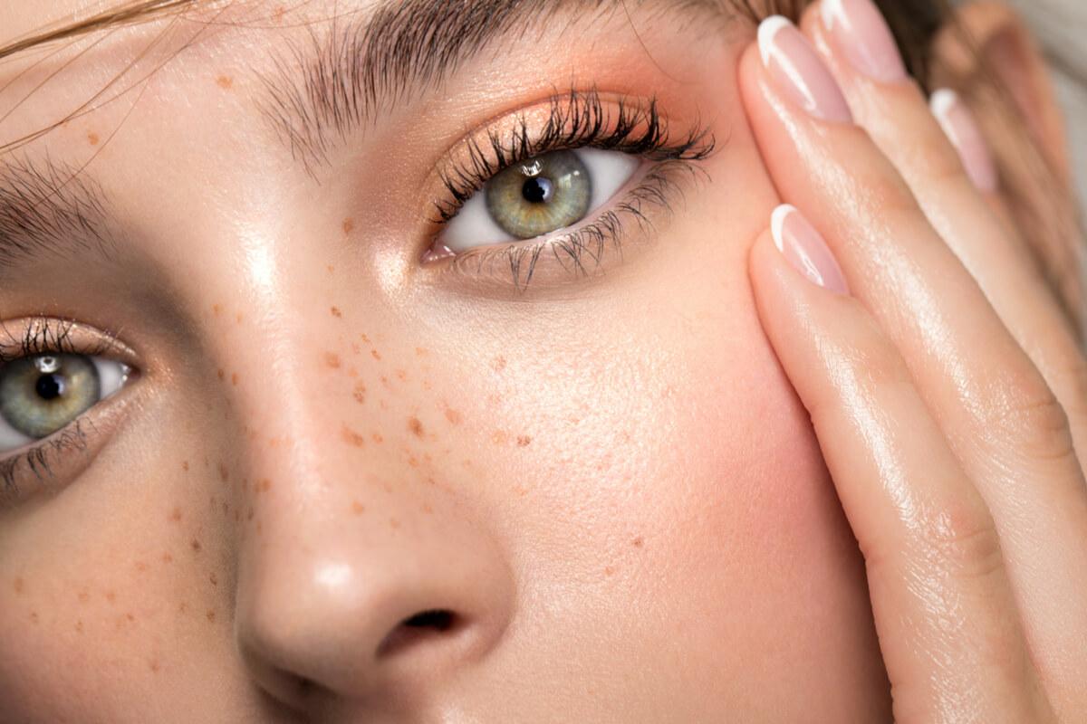 Facial Waxing & Lashes